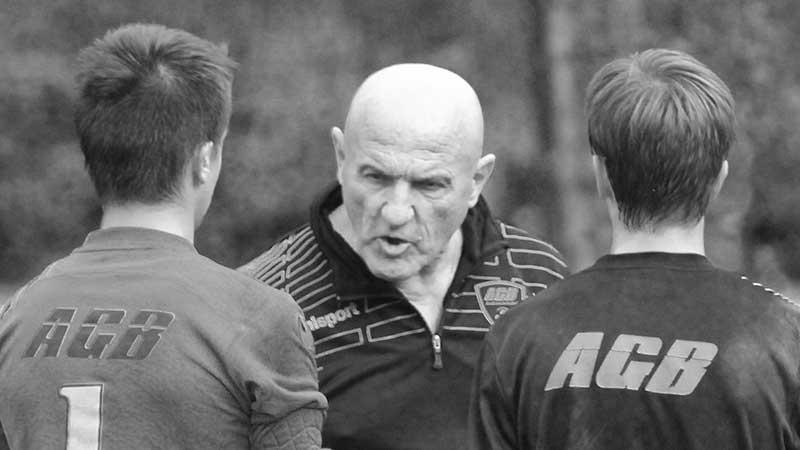 Jacques Julia, président et entraîneur de l'AGB